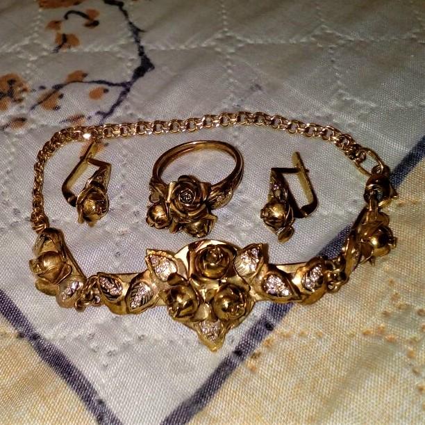 Сдать золотые украшения: лучший способ и его условия