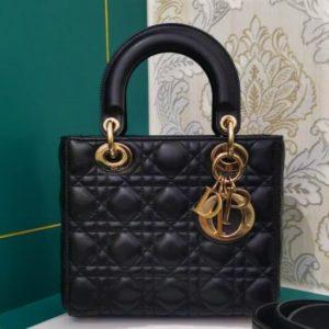 Продать сумку Dior в Москве и усовершенствовать свой имидж