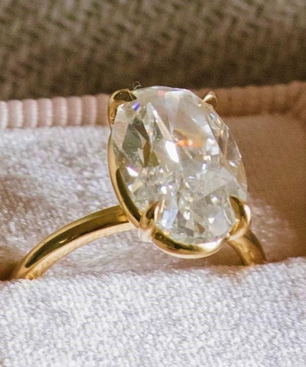 Продать кольцо с бриллиантом дорого в Москве: советы для владельцев