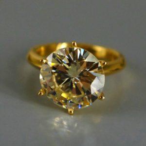 Ювелирные украшения с драгоценными камнями: как продать выгодно