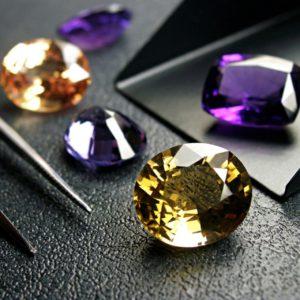 Оценка драгоценных камней в Москве перед их продажей